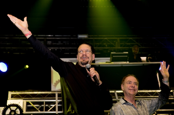 Longterm supports Penn & Teller show their support for AFAN.jpg